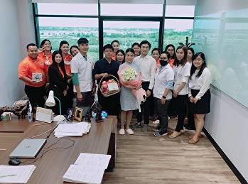 Participate in giving fruit and flower baskets to congratulate and bless On the birthday of the Director of the Education Center Samut Songkhram Province